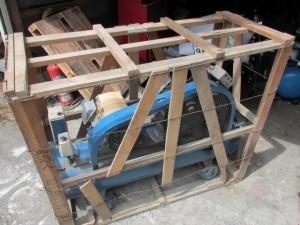 コンプレッサー 木枠